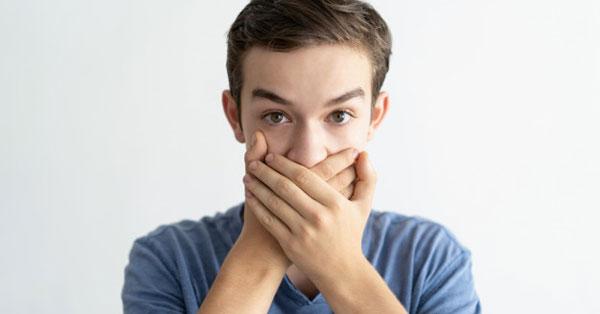 miért jön kellemetlen szag a szájból